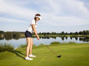 frau-beim-golfen-kopie
